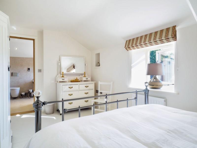 Otter's retreat bedroom 1