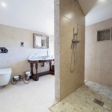 Bedroom 1 en-suite with shower